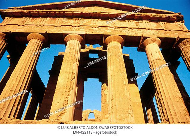 Temple of Concordia (V b.C). Valley of the Temples. Agrigento. Sicily. Italy