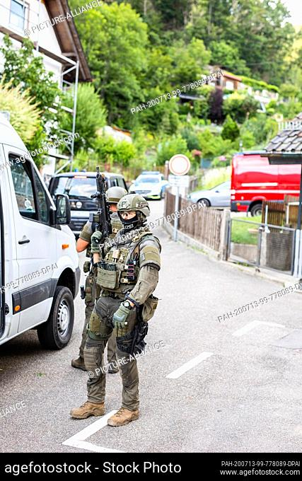 13 July 2020, Baden-Wuerttemberg, Oppenau: Police officers of the SEK special task force are standing in a residential area on the outskirts of the village of...