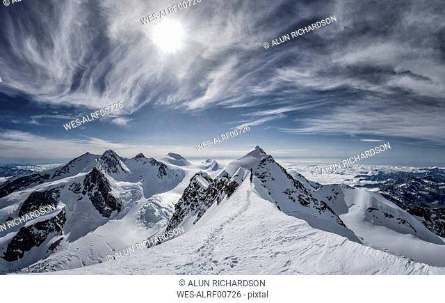 Italy, Gressoney, Alps, Lyskamm and Mont Rosa, mountaineers