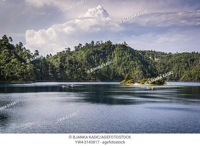Lagunas de Montebello National Park, Lago Pojoj, Chiapas, Mexico