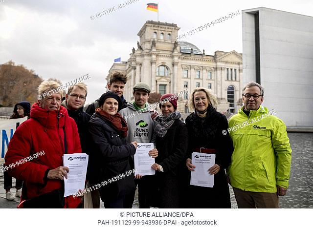 29 November 2019, Berlin: Ulli Nissen (SPD, l-r), Lorenz Gösta Beutin (Die Linke), both members of the German Bundestag, Katja Kipping