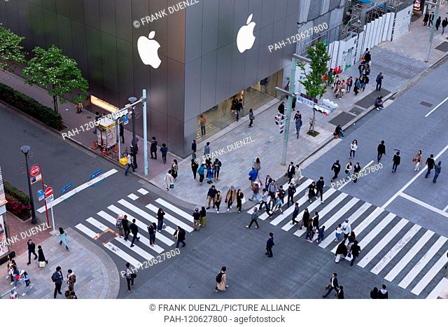 Apple Store in the fancy shopping district Ginza, in April 2019. | usage worldwide. - Tokyo/Tokyo/Japan