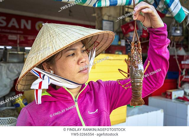 Vietnamese woman selling ffresh lobster at Ben Thanh street market, Ho Chi Minh city, Vietnamese, Asia