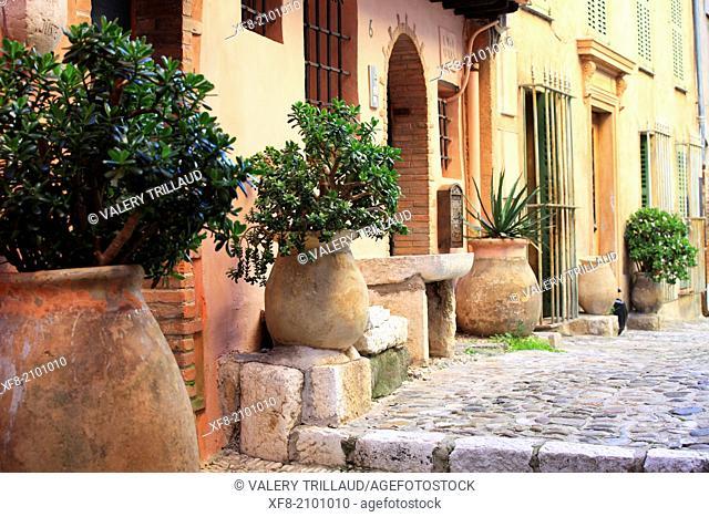 Street of the medieval village of Cagnes sur mer, Alpes-Maritimes, French Riviera, Côte dAzur, Provence-Alpes-Côte d'Azur, France