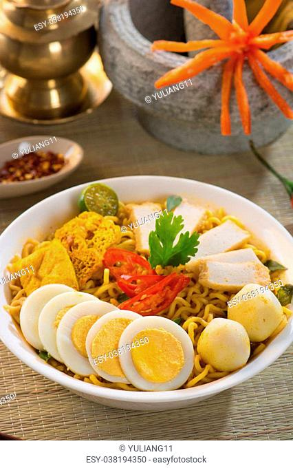 curry noodle with setup background