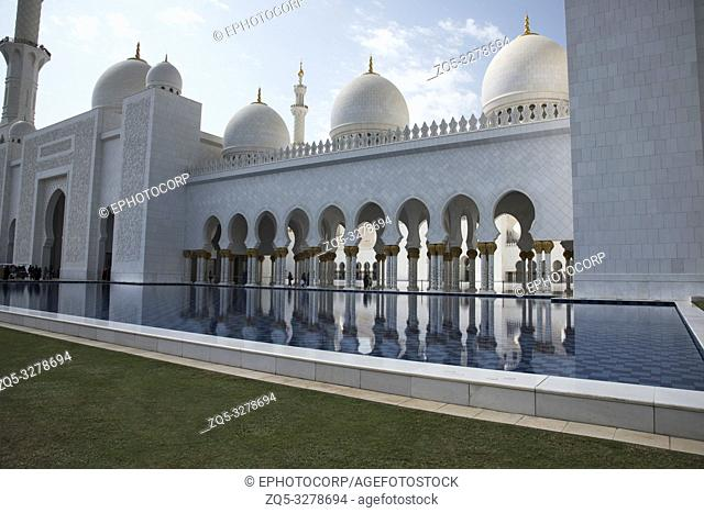 Minaret and Onion shaped dome, Sheikh Zayed Grand Mosque, Abu Dhabi, UAE, largest mosque in the country