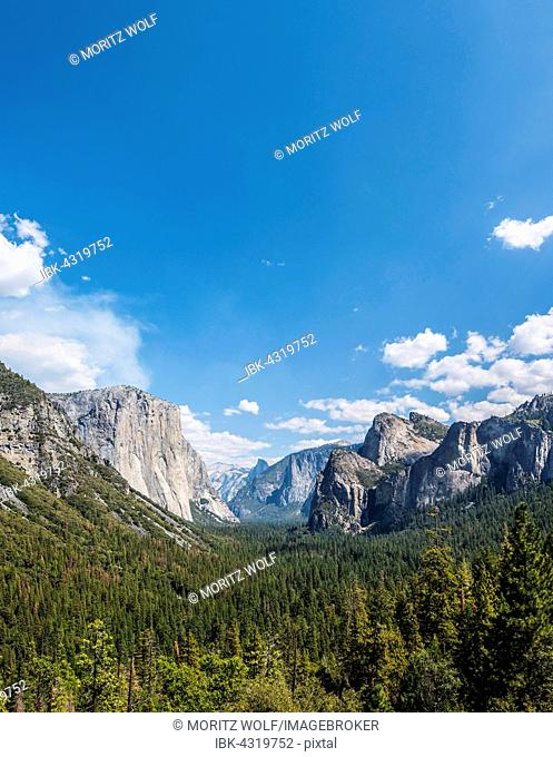 View of the Yosemite Valley, Tunnel View, El Capitan, Yosemite National Park, California, USA
