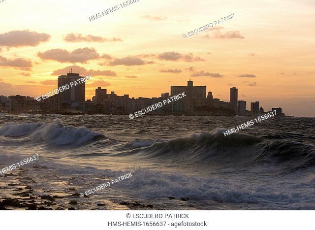 Cuba, La Habana province, Havana, sunset over the Vedado from the malecon