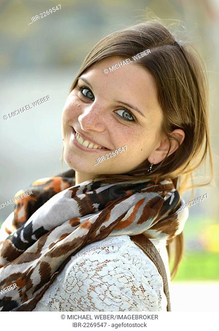 Smiling young woman, portrait