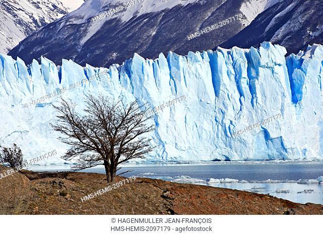 Argentina, Patagonia, Santa Cruz, El Calafate, Perito Moreno glacier and seracs