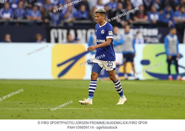 firo: 29.09.2018, Soccer, Football, 1.Bundesliga, Season 2018/2019, FC Schalke 04 - FSV FSV FSV Mainz 05 1: 0 Substitution infringed violation Amine HArit  ...