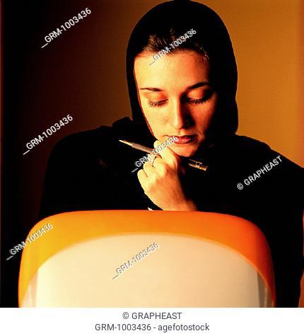 Arab businesswoman working on computer