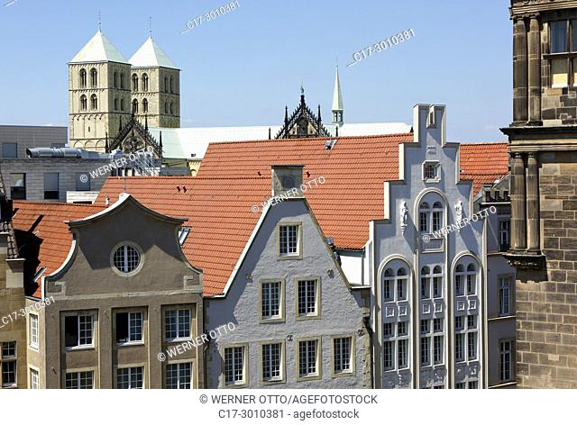 Muenster (Westfalen), D-Muenster, Westphalia, Muensterland, North Rhine-Westphalia, NRW, gabled houses at the Prinzipal Market Place and the Muenster Cathedral...