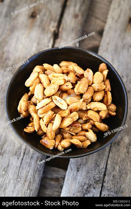 Toasted peanuts with honey
