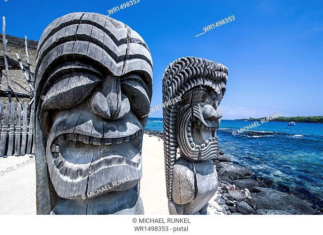 Wooden statues in Puuhonua o Honaunau National Historical Park, Big Island, Hawaii, United States of America, Pacific