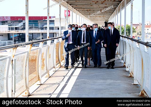 23 June 2020, Spain, Valencia: Heiko Maas (2nd from left, . SPD), Minister of Foreign Affairs, will be guided through the port together with Ricardo Martinez...