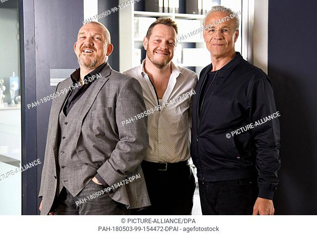 03 May 2018, Germany, Cologne: Actors Dietmar Baer (L) as Freddy Schenk, Roland Riebling (M) as assistant Norbert Juette and Klaus J