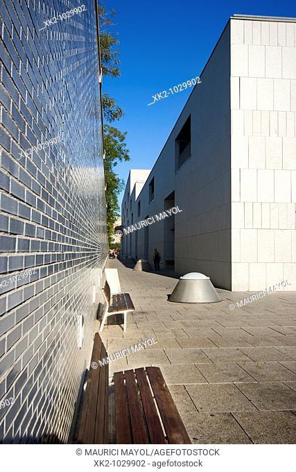 Corredor exterior del Nou Hospital de Sant Pau proyectado por Esteve Bonell, Barcelona, España