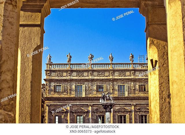 St Mark's lion in front of Palazzo Maffei palace, Piazza delle Erbe square, Verona, Veneto, Italy, Europe