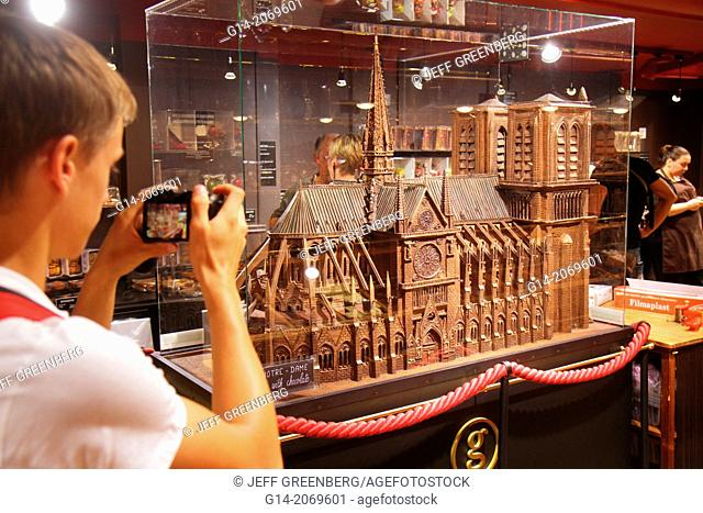 France, Europe, French, Paris, 18th arrondissement, Montmatre, Place Saint St. Pierre, Rue de Steinkerque, shopping, Maison Georges Larnicol, chocolates