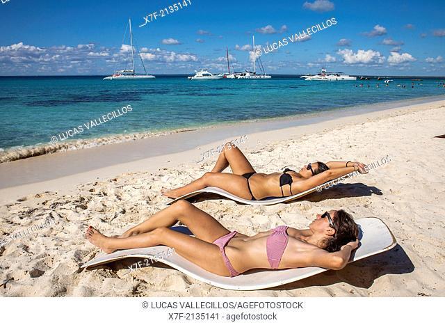 Tourists, Saona island, Dominican Republic