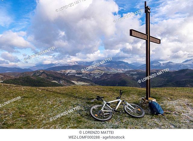 Italy, Umbria, Gubbio, mountainbike on the summit of mountain Calvo, Apennines
