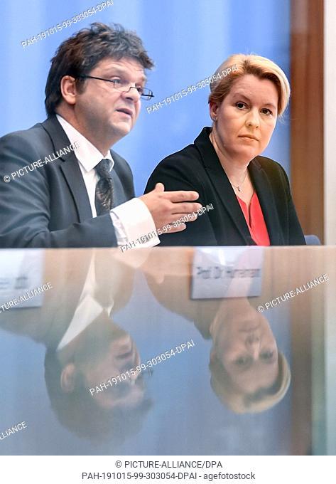 15 October 2019, Berlin: Mathias Albert, Director of the study, and Franziska Giffey (SPD), Federal Minister for Family Affairs, Senior Citizens