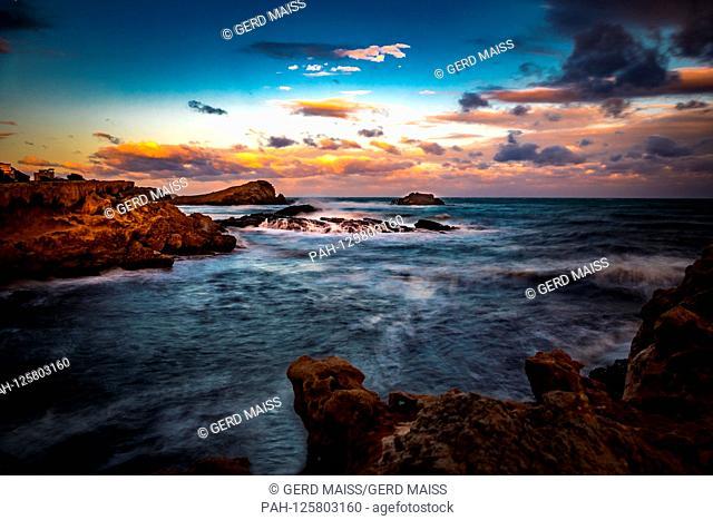 Sonnenaufgang an der Kueste von Spanien, Costa Calida, Cabo de Palos, Langzeitbelichtung. 15.11.16 | usage worldwide. - Cabo de Palos/Cartagena / Murcia/Spain