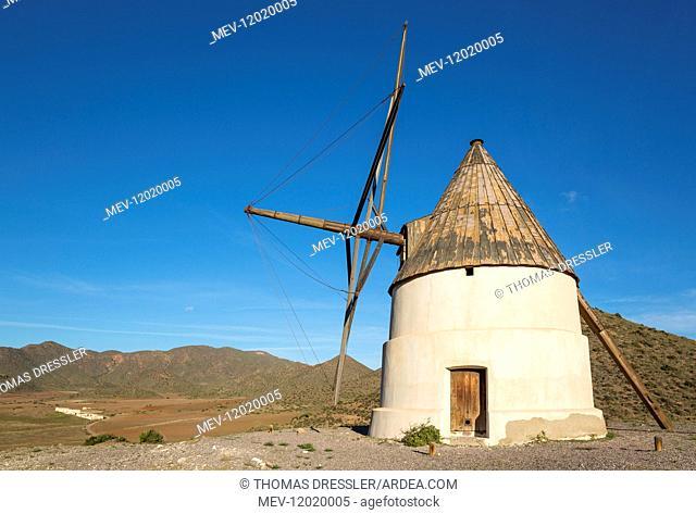 The windmill Molino del Collado de los Genoveses and the abandoned farmhouse Cortijo de los Genoveses in the background - Nature Reserve Cabo de Gata-Nijar