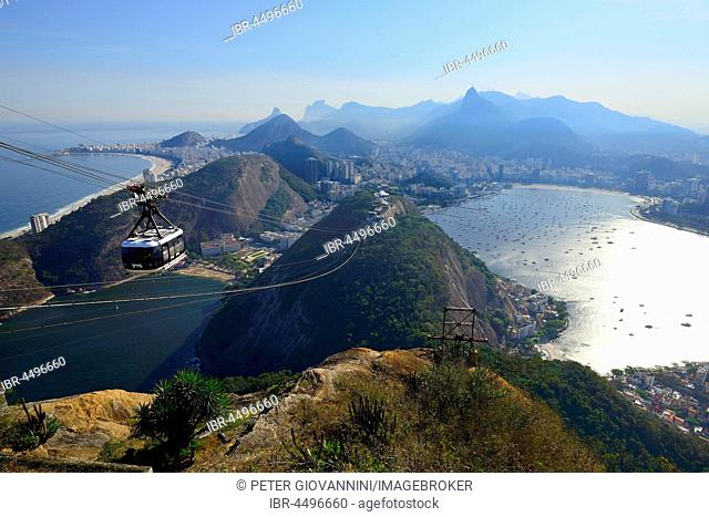 Cableway to the Sugarloaf Mountain, at back Copacabana, Rio de Janeiro, Brazil