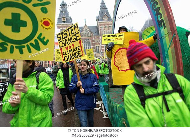 Several thousand protesters demonstrated today (29 nov 2015) in Amsterdam against the current climate policy. Next week, the international climate summit begins...