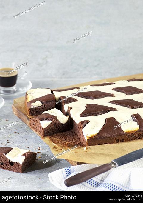 Lattice cake, sliced