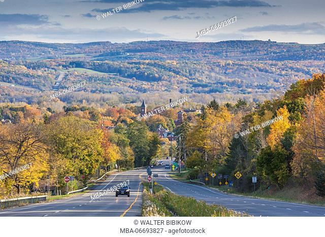 USA, New York, Finger Lakes Region, Watkins Glen, Rt 14, autumn