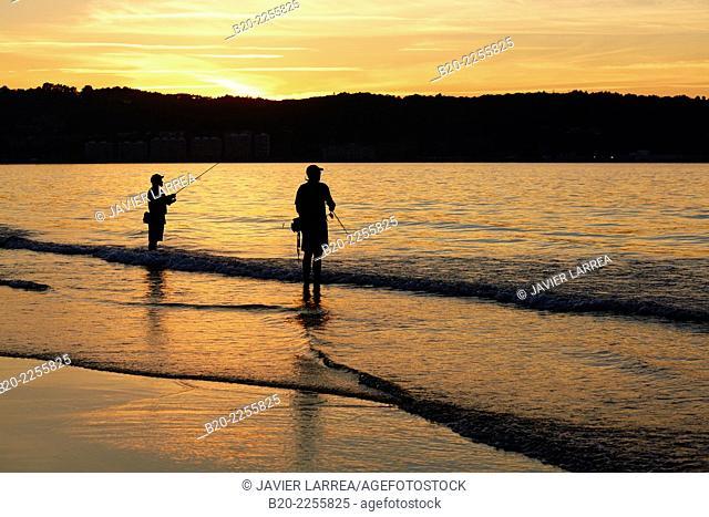 Fishermen. Beach. Hendaye. Aquitaine. Pyrenees Atlantiques. France