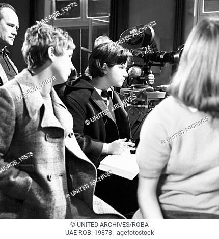 Szenenbild der siebenteiligen TV Komödie Die Lümmel von der ersten Bank mit der deutschen Schauspielerin Wega Jahnke, Deutschland 1967