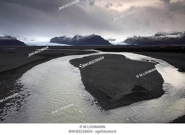 river Skaftafells comming from glacier Skaftafellsjoekull and meandering through the sandur, Iceland, Sued Island