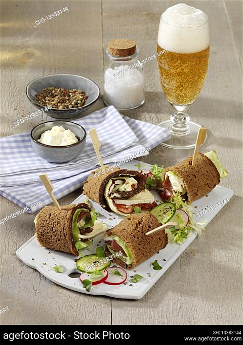 Black Forest rolls with camembert, pointed cabbage and ham