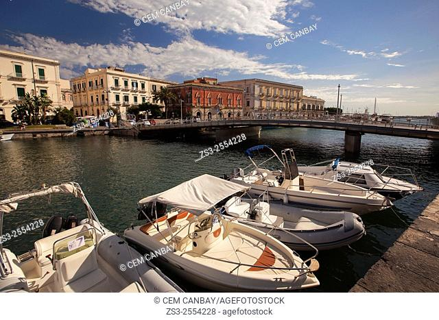 Boats in the harbor with the Venezian style buildings in the background, Ortigia Island, Syracuse, Sicily, Italy, Europe