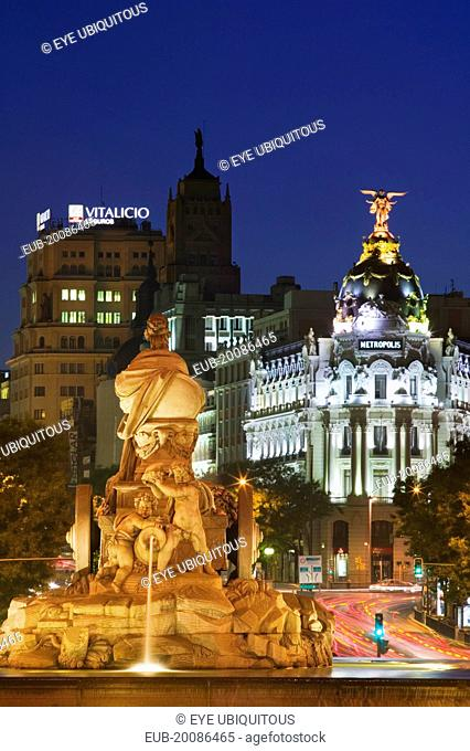 The fountain in Plaza Cibeles at dusk