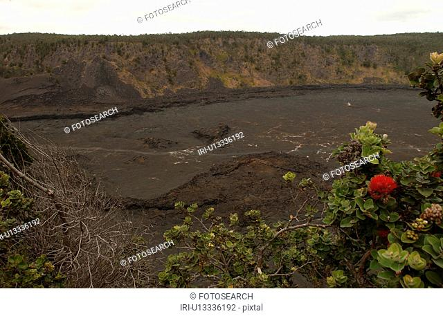 Volcano National Park - Hawaii - craters