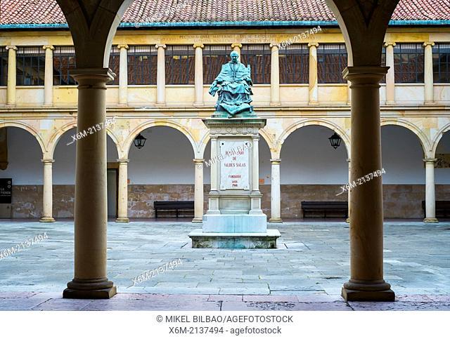 Courtyard and statue of Fernando de Valdes Salas