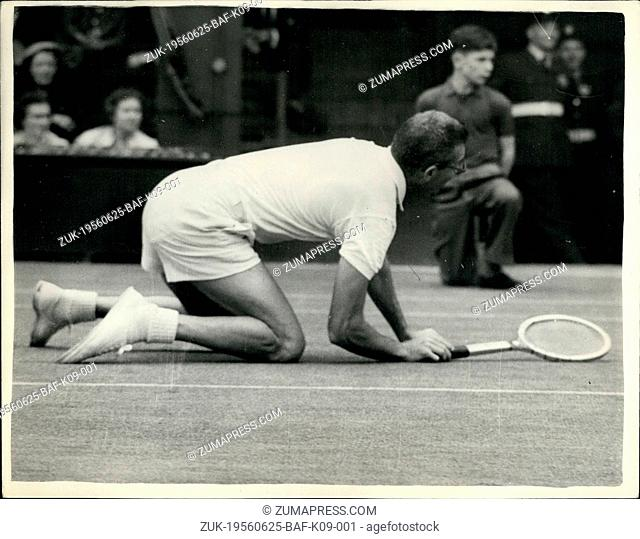 Jun. 25, 1956 - 25.6.56 Wimbledon ?¢'Ǩ'Äú First Day. Mulloy of the U.S. falls. Keystone Photo Shows: G. Mulloy of the United States falls on his knees during...