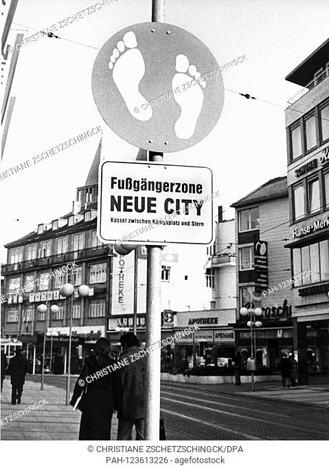 Since the beginning of 1978, signs in Kassel point out that in the pedestrian zone Neue City, progress is only possible with one's feet