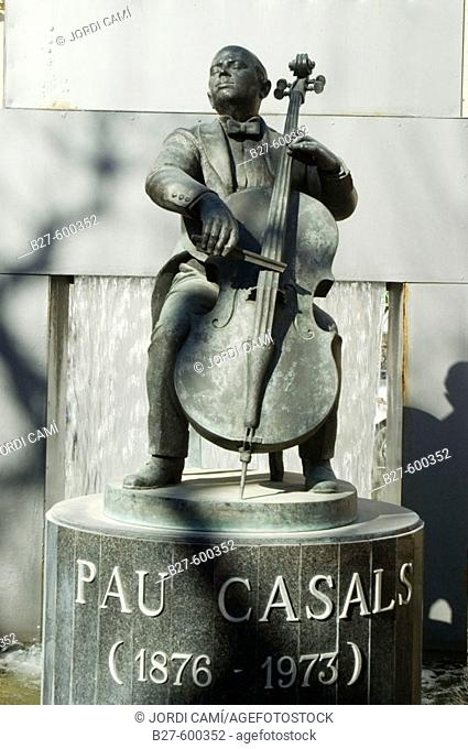 Sculpture dedicated to Pau Casals in El Vendrell. Costa Daurada. Baix Penedès. Tarragona province. Catalonia. Spain