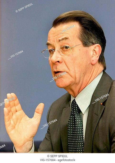 Franz MUENTEFERING ( SPD ), federal minister for labour and social affairs and vice chancellor. - BERLIN, BERLIN, GERMANY, 10/01/2006