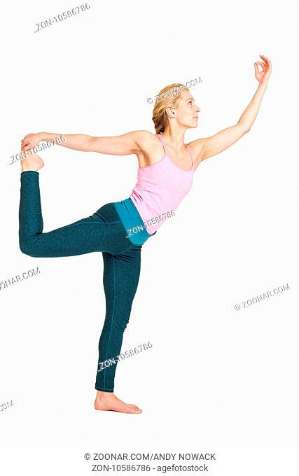 Seitliche Ganzkörper-Ansicht einer jungen Frau bei Yoga-Übung
