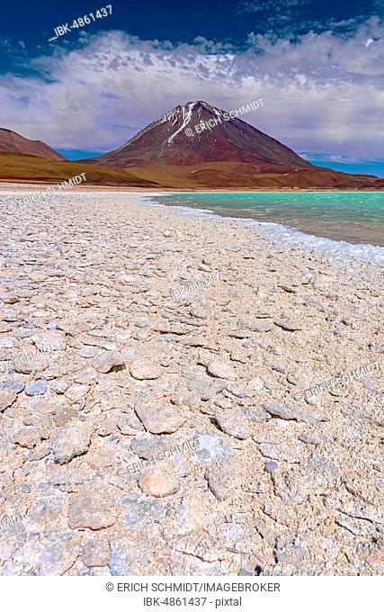 Laguna Verde with deposits of borax, 4.340 m altitude, Altiplano, Andes, Departamento Potosí, Bolivia