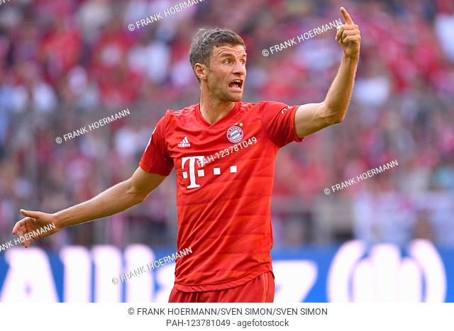 Thomas MUELLER (MULLER, Bayern Munich), gesture, gives instructions, action, single image, single cut motive, half figure, half figure. Soccer 1