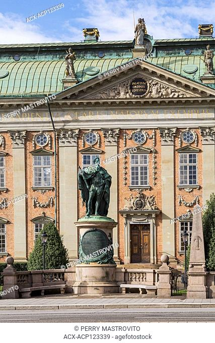 Riddarhuset or House of Nobility building with bronze statue of Gustavo Erici, Gamla Stan, Stockholm, Sweden, Europe
