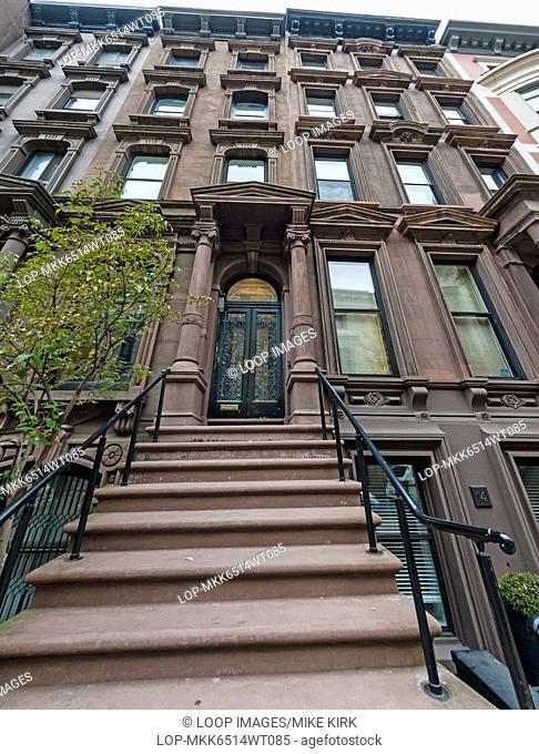 New York bronwstone apartment buildings